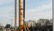 Model BG 24 H je stroj sa radnom težinom od cca 82,5 t i koristi se za : Bušenje sa zaštitnim kolonama (ugradnja zaštitne kolone pomoću okretnog pogona ili dodatnom...